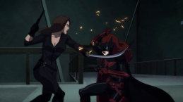 Batwoman-A Girl-On-Girl Grapple!